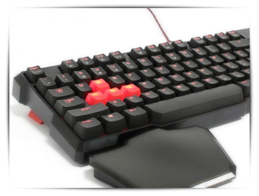 A4Tech Bloody B540 механична клавиатура с поставка за китката